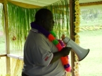 Ehrengast Panguna Landowner Association Chairman ermahnt SchülerInnen und Eltern